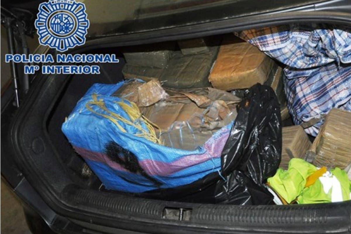 Sorprendidos cuando retiraban 145 kilos de hachís de un coche en Madrid