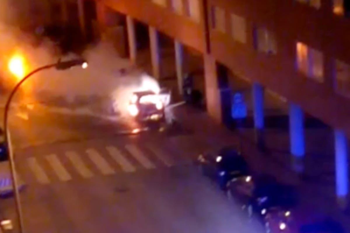 Se incendia un coche aparcado en El Ensanche de Alcalá