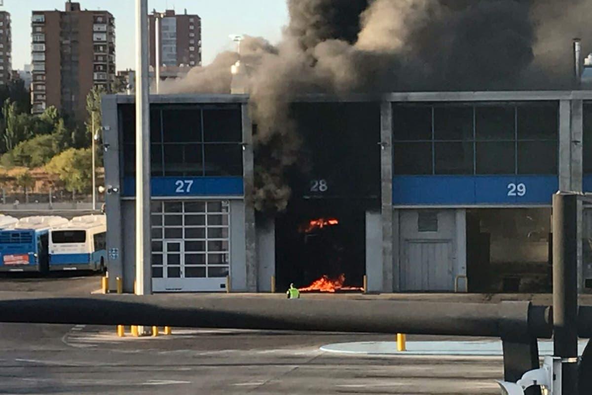 Arde un autobús de la EMT en las cocheras