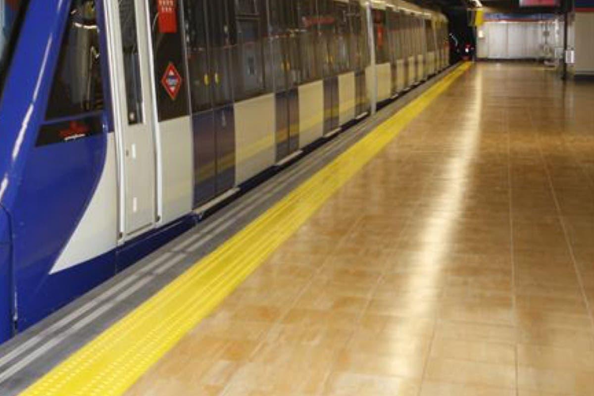 Muere un joven en el Metro de Madrid al intentar saltar de un vagón a otro