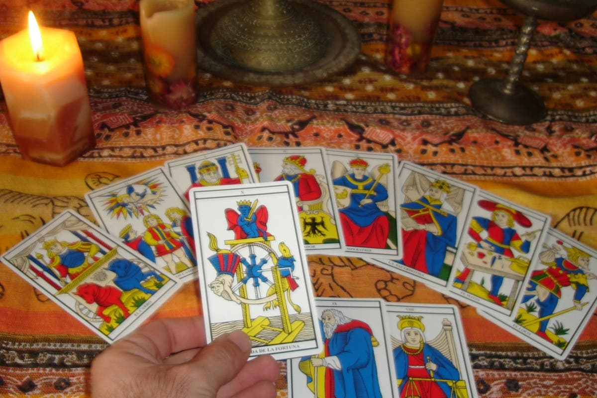 Tarot, astrología, videncia… hasta el domingo en la Estación de Atocha