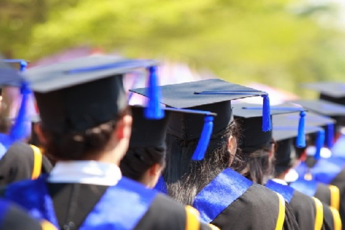 Meco entrega 10 becas universitarias de 1.800 euros