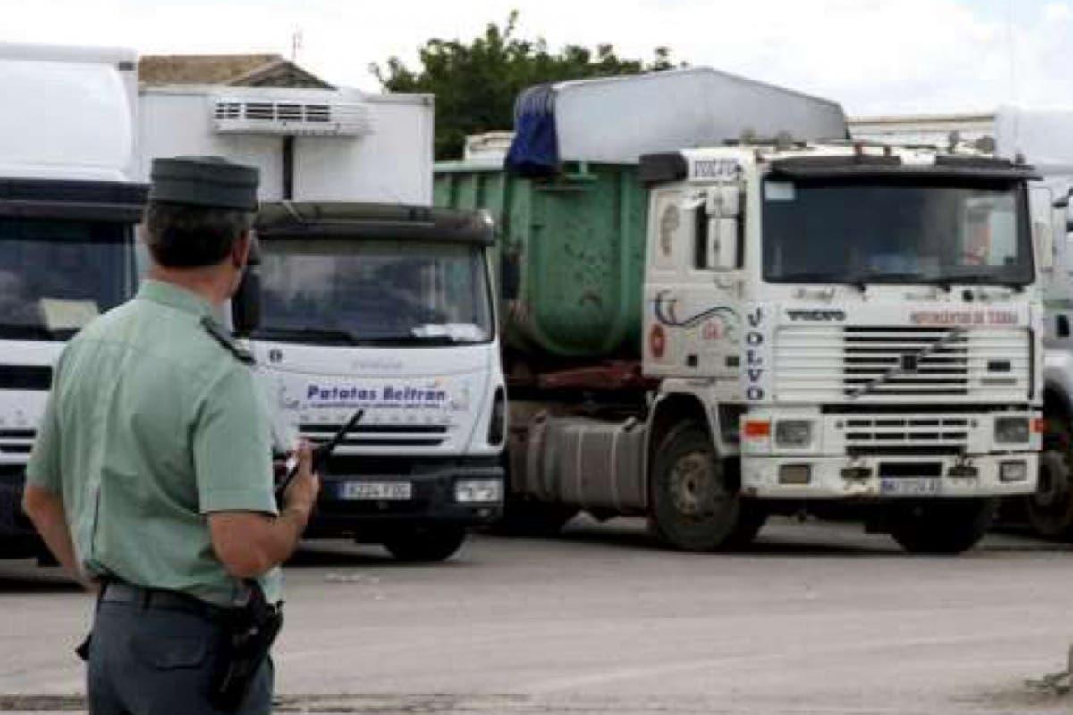 La Guardia Civil de Arganda desmantela dos bandas que robaban mercancía a camioneros