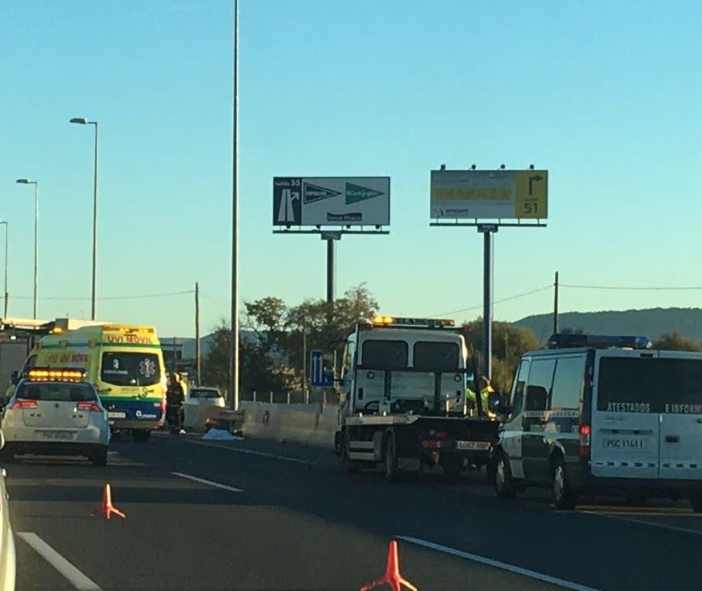 Los servicios de Emergencias trabajando en el accidente de Cabanillas (MiraCorredor.tv).