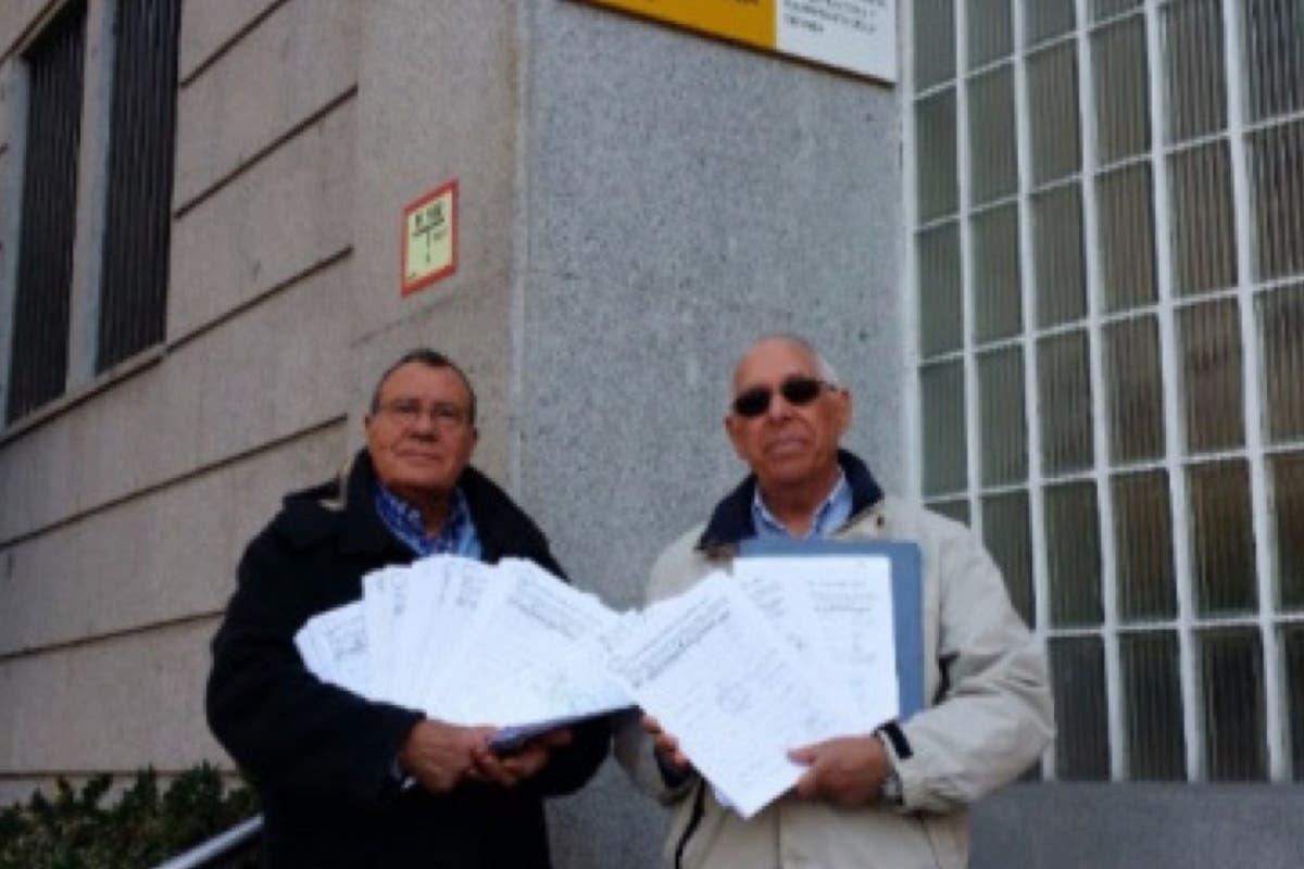 Vecinos de Ciudad del Aire en Alcalá entregan 1.400 firmas a Defensa