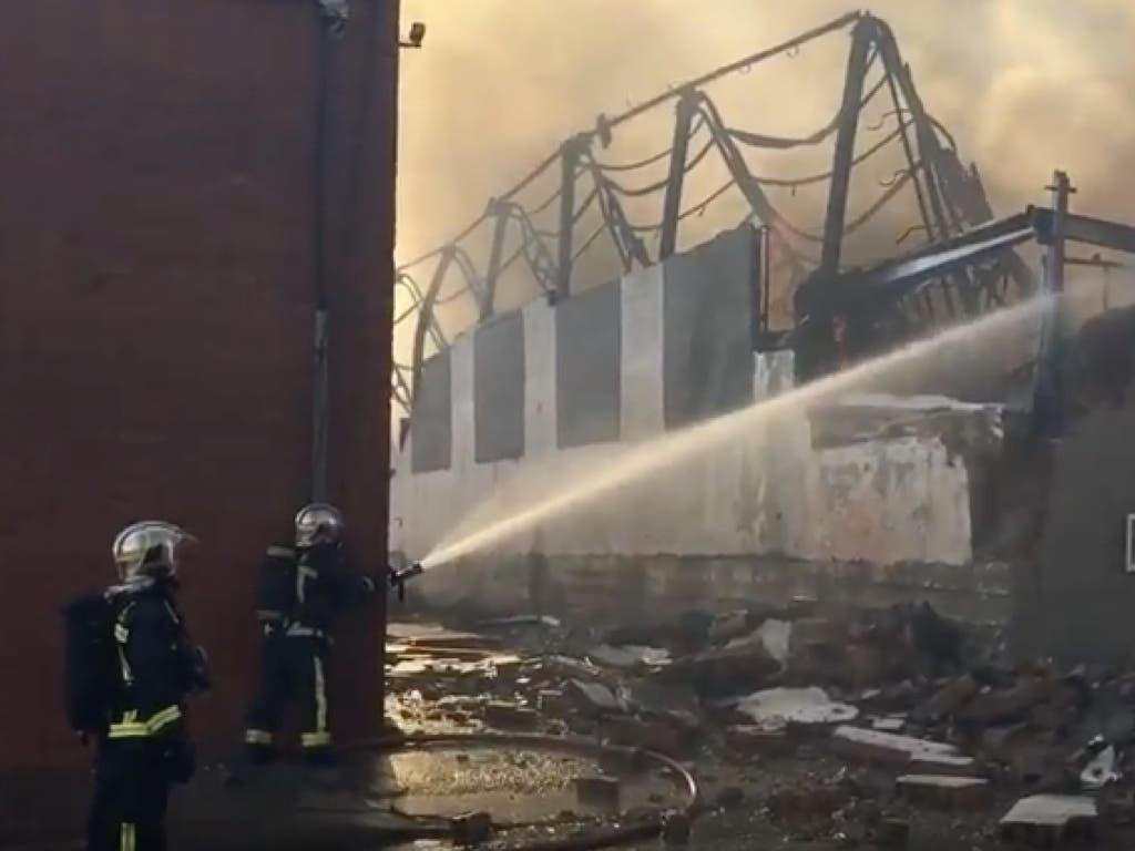 Espectacular incendio en el polígono de Cobo Calleja