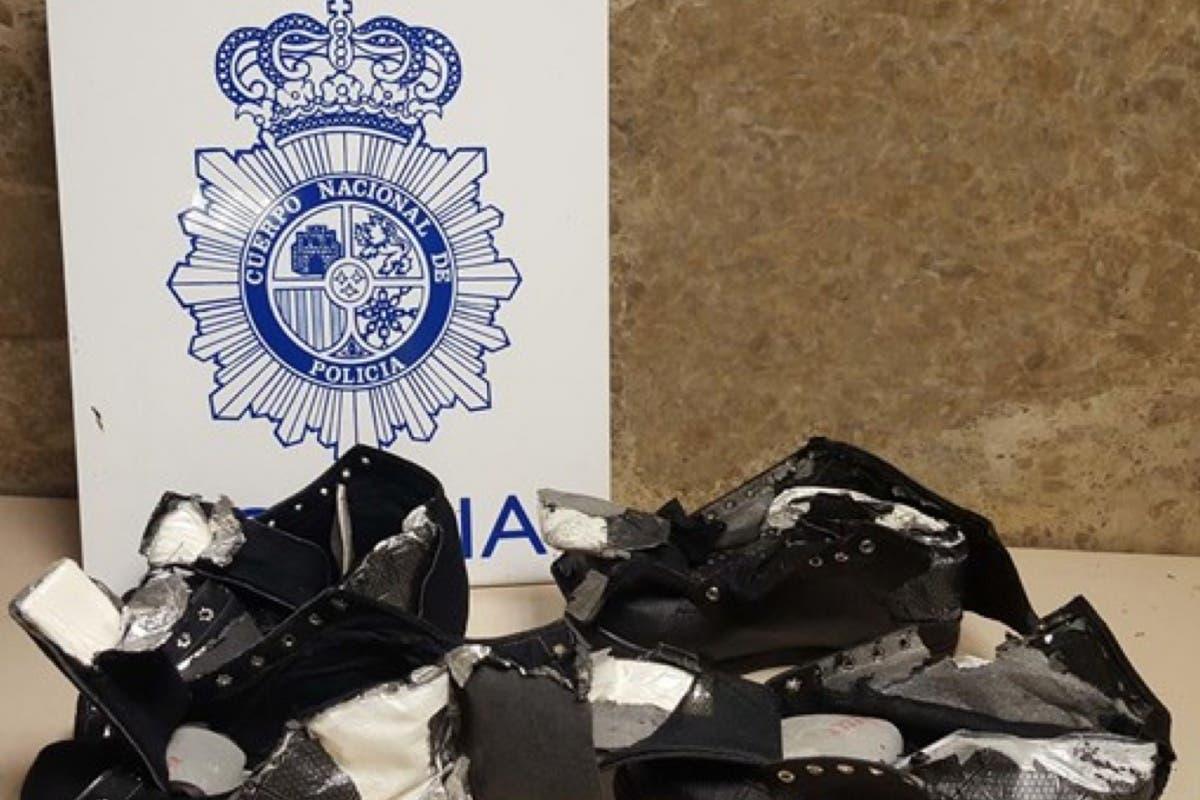 Detenido en Barajas «con las botas puestas» de cocaína