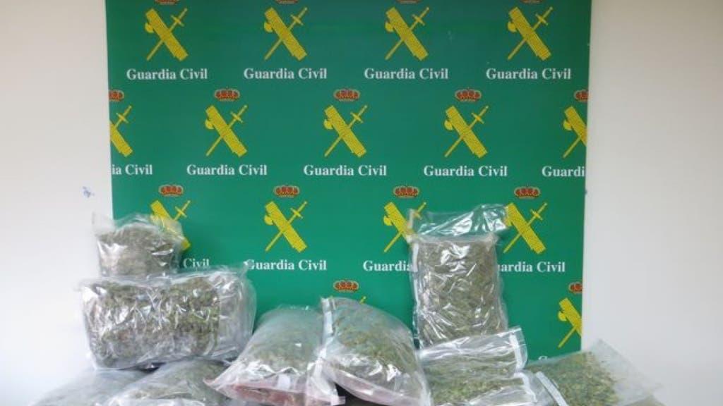 La droga intervenida por la Guardia Civil.