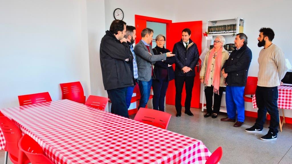 Visita del alcalde de Torrejón al Albergue contra el Frío.