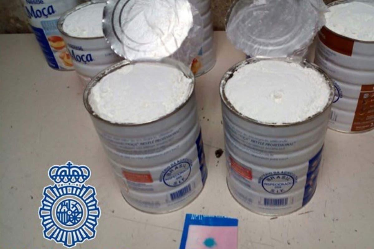 Detenida en Barajas con 15 kilos de cocaína en botes de leche condensada