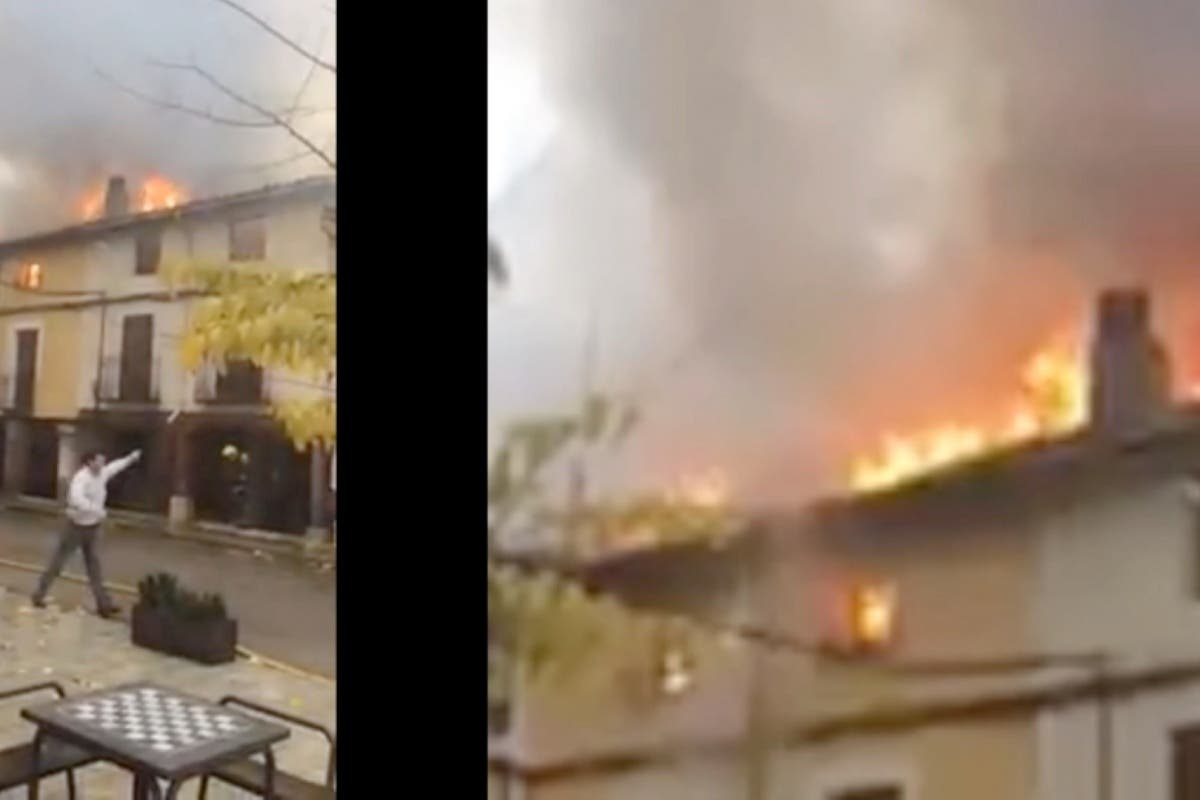 Imágenes del incendio en Tendilla (Guadalajara) en el que han ardido cuatro casas