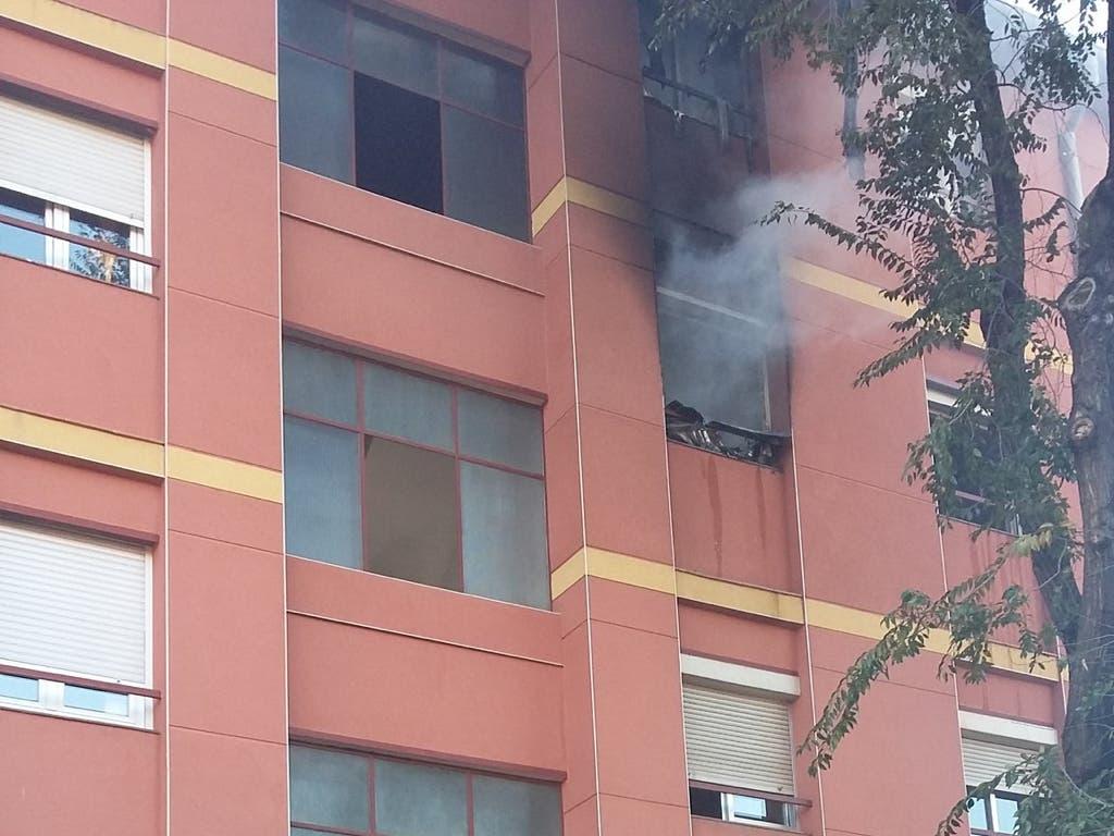 Un incendio de un piso en Vallecas deja 8 intoxicados por humo