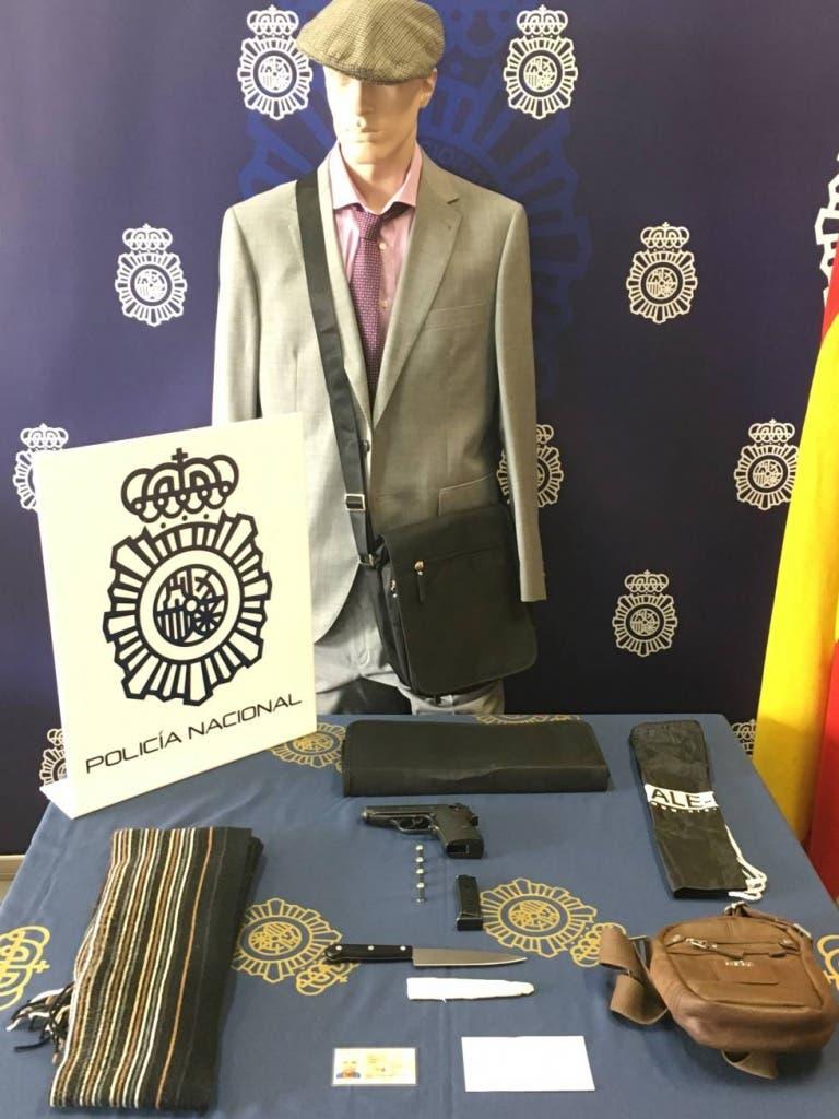 Armas y disfraces utilizados para cometer sus atracos (Policía Nacional).
