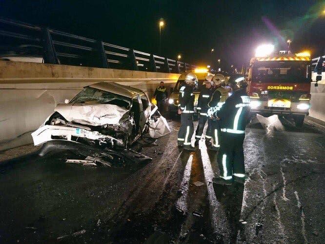 Un aparatoso choque frontal en Alcalá de Henares deja tres heridos leves