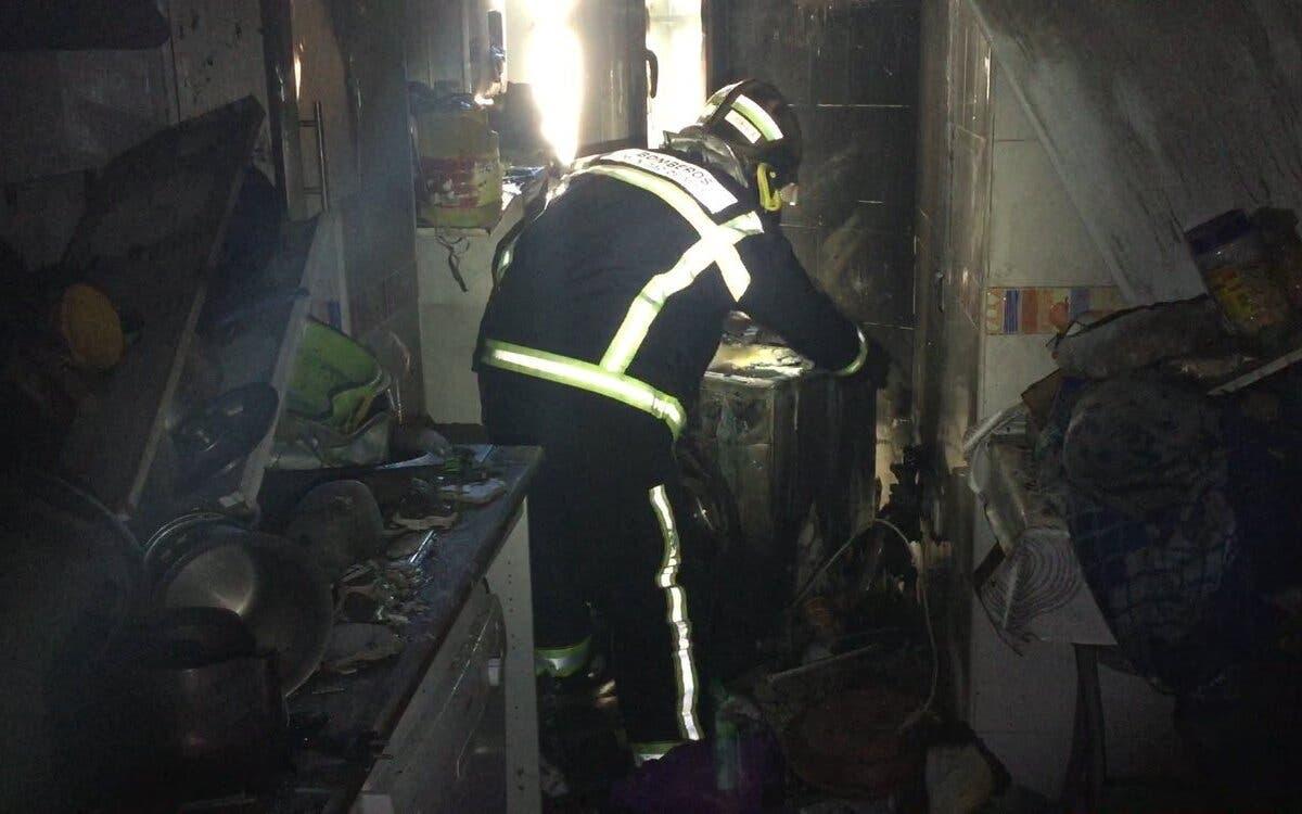 Rescatan a una mujer y dos perros en un incendio en Collado Villalba