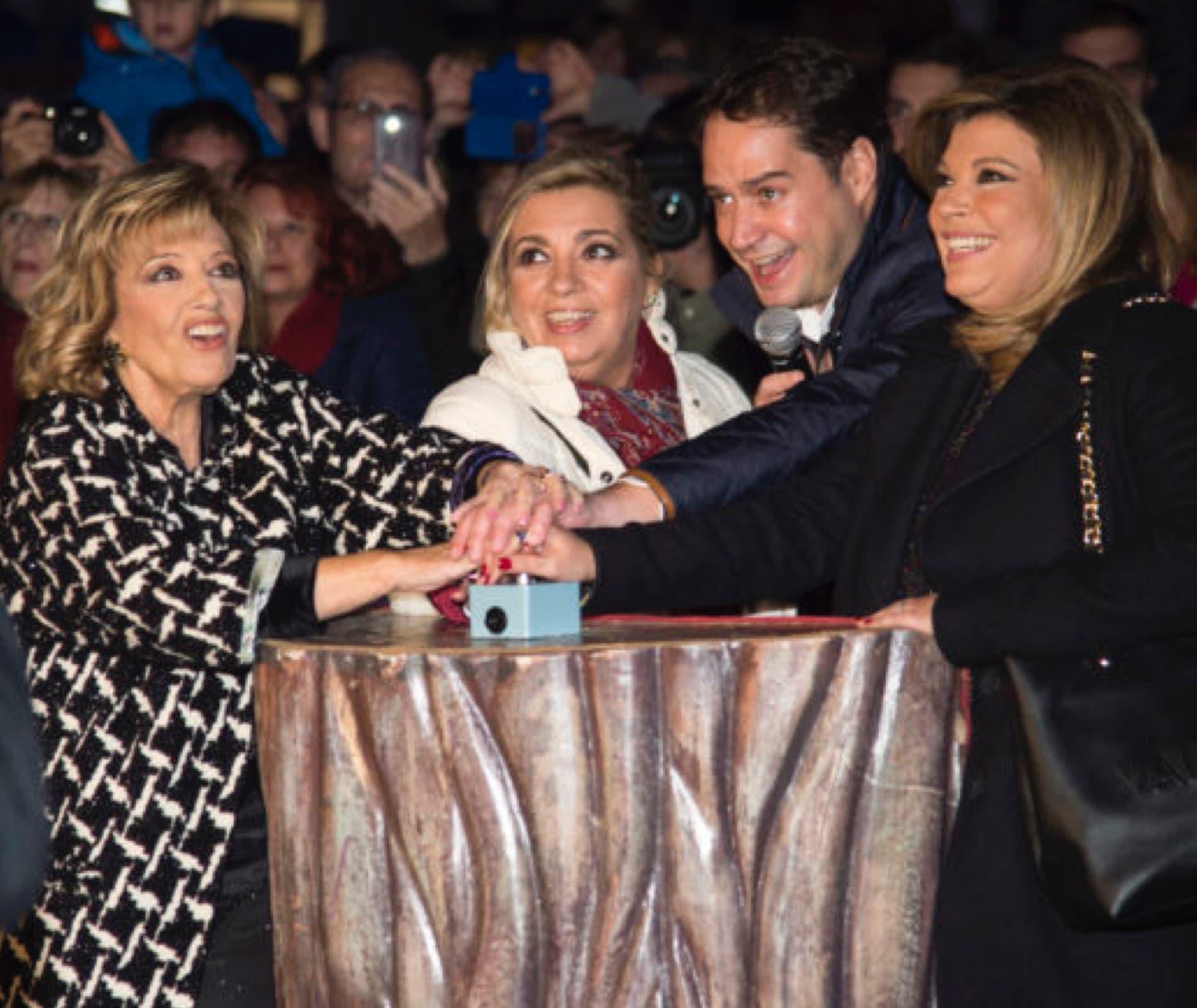 María Teresa junto asus hijas, Carmen y Terelu, en su paso por las Mágicas Navidades de Torrejón.