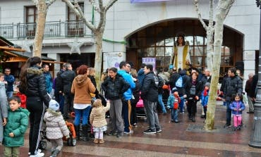 Gran recogida de chupetes en la Plaza Mayor de Torrejón