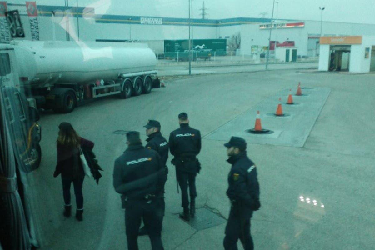 Dos detenidos en Alcalá por quemar fotos del rey