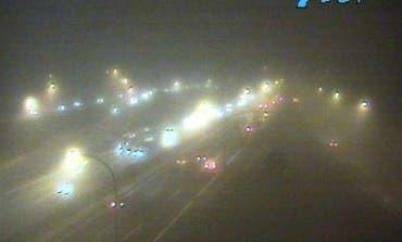 La niebla y un accidente en San Fernando congestionan la A-2