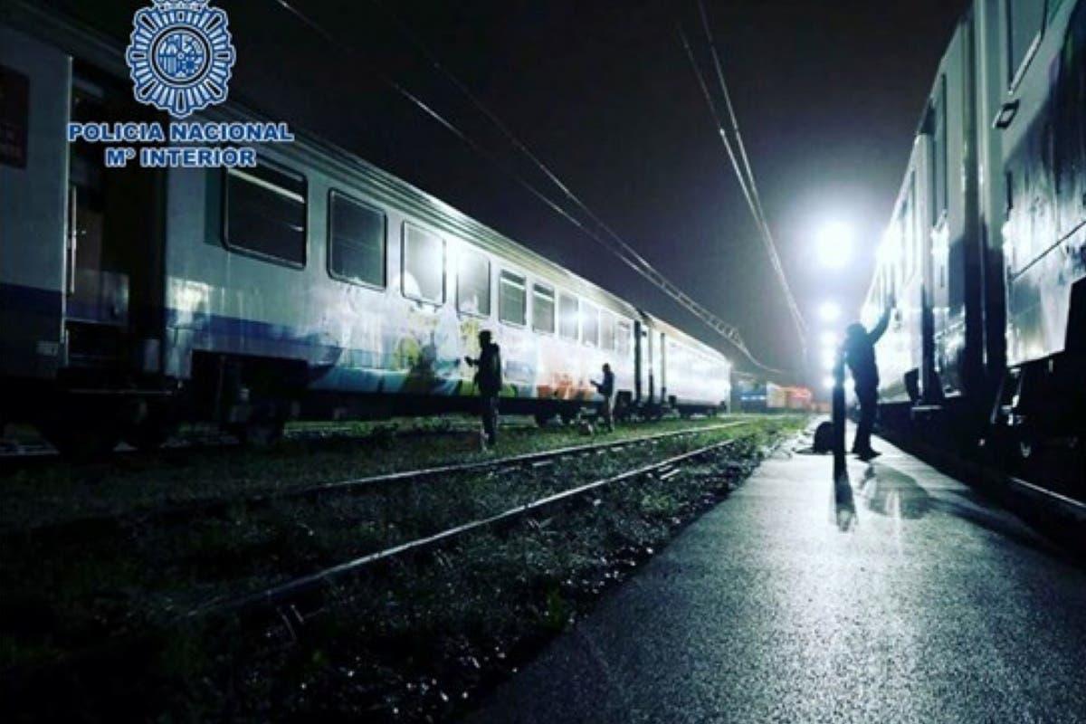 Detenidos 5 grafiteros que paraban los trenes para pintarlos en Madrid y Guadalajara