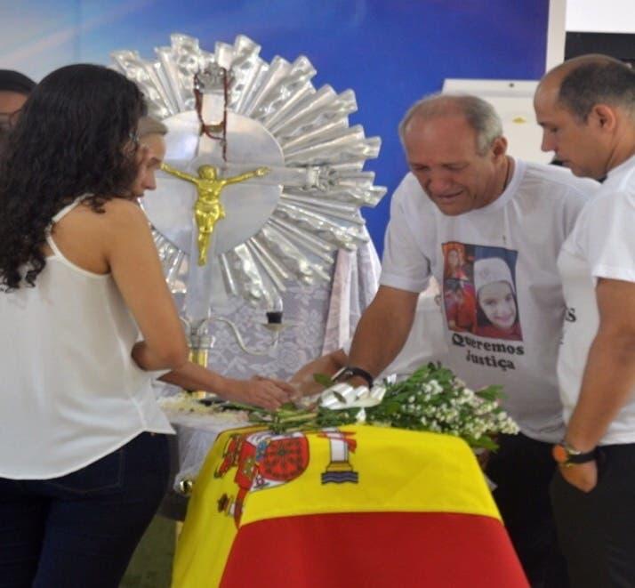 Familiares en el funeral celebrado en Brasil el pasado mes de enero.
