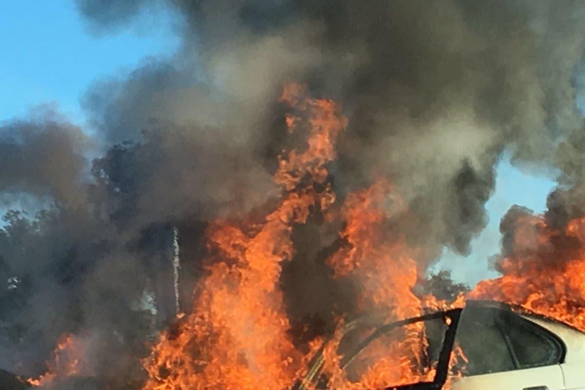 Fuertes retenciones en la A-6 por un accidente y varios coches ardiendo