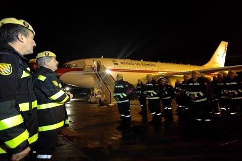 El general Alcañiz, Jefe de la UME, despidió en la Base Aérea de Torrejón a los 56 militares que han salido rumbo a Chile (UME).
