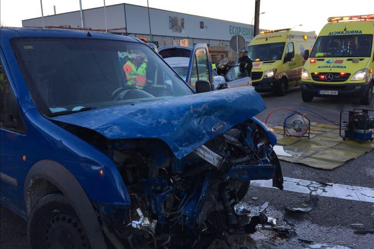 Un aparatoso accidente en Loeches deja cuatro heridos, entre ellos un bebé