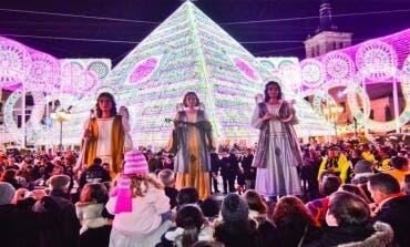 Último día para ver a los Ángeles Navideños Gigantes en la Plaza Mayor de Torrejón