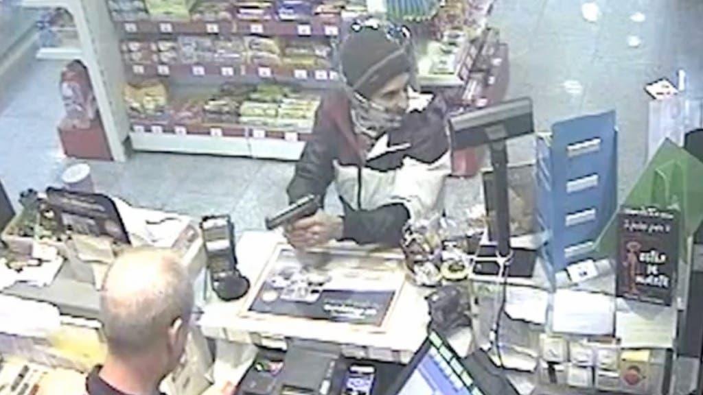 Imagen captada por la cámara de seguridad de una de las gasolineras (Guardia Civil).