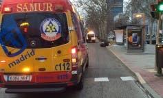 Cuatro heridos al estrellarse una moto contra una marquesina en Madrid