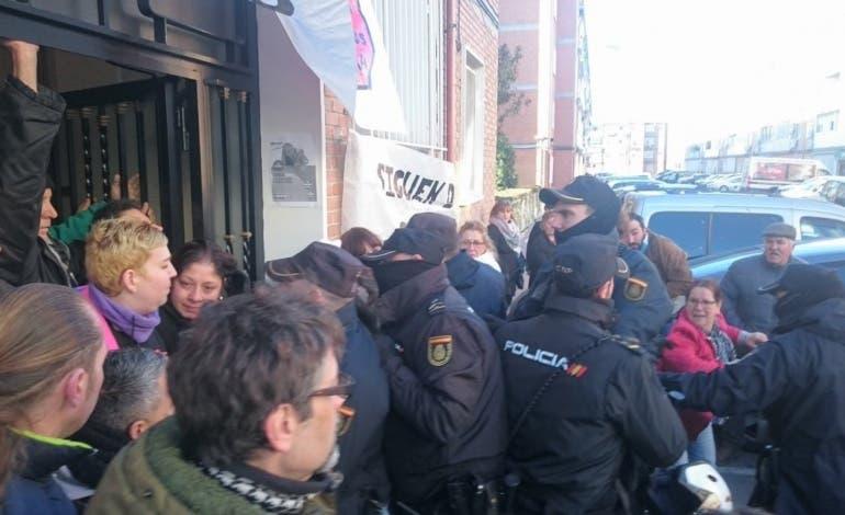En libertad los dos detenidos en el desahucio paralizado en Alcalá