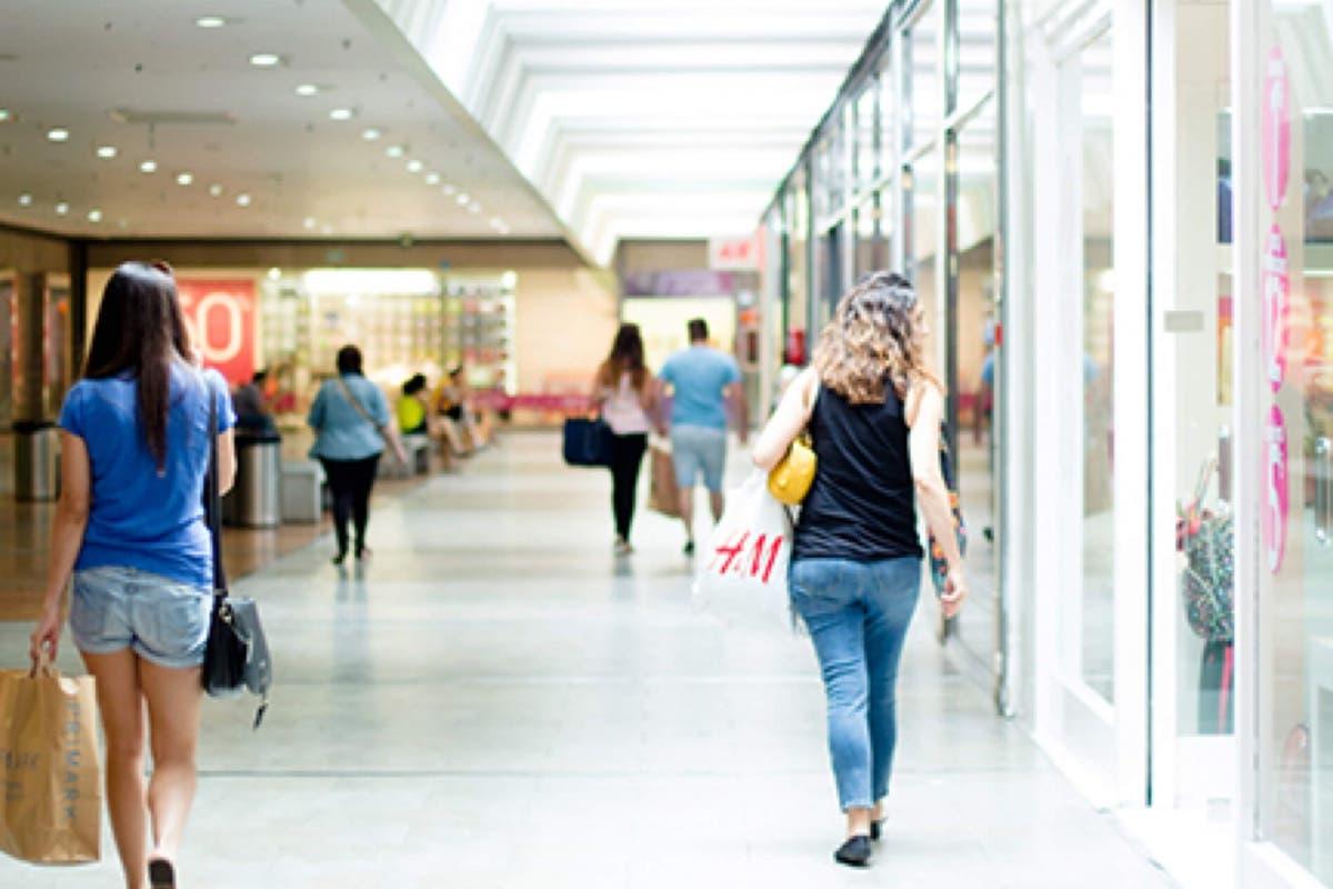 Primer sábado de rebajas, día de afluencia masiva en centros comerciales