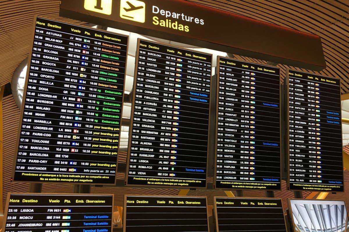 Una falsa amenaza de bomba obliga a desalojar un vuelo en Barajas