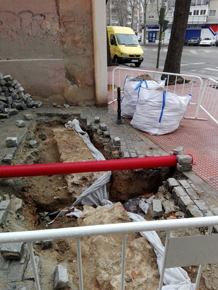 Posible resto de la muralla medieval de Alcalá (Grupo en Defensa del Patrimonio