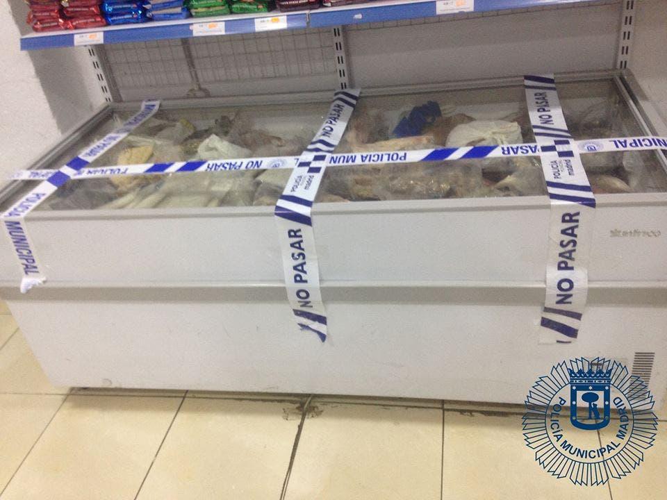 La tienda de los horrores en Madrid: carne y marisco caducados…