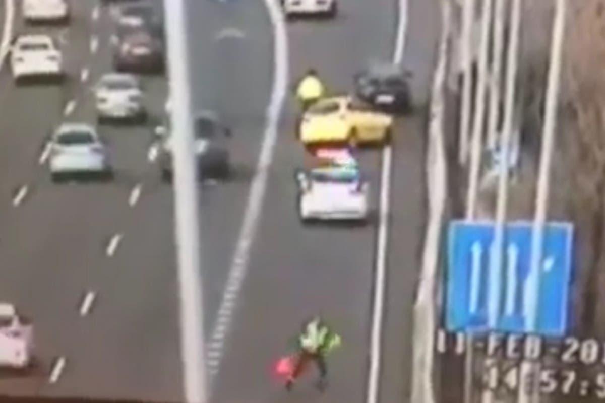 Un guardia civil se salva por los pelos de ser arrollado por un coche en Madrid