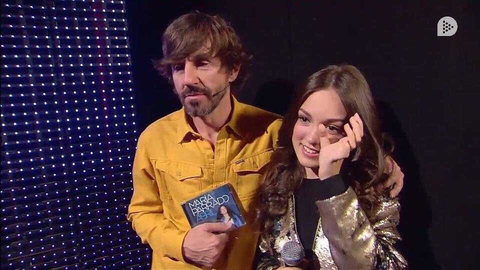María Parrado escuchaba la poesía de Raúl visiblemente emocionada (Telecinco).