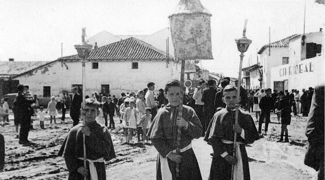 Una imagen de la Plaza Mayor en la que se observa parte de la fachada del Cine Ideal (Las Fotos de Torrejón).