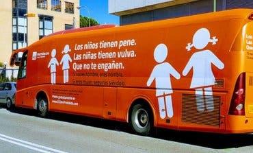 La Policía Municipal de Madrid inmoviliza el «autobús de la vergüenza»