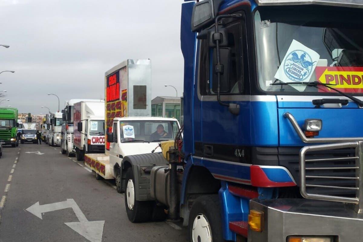 Medio centenar de camiones de circo colapsan la Castellana