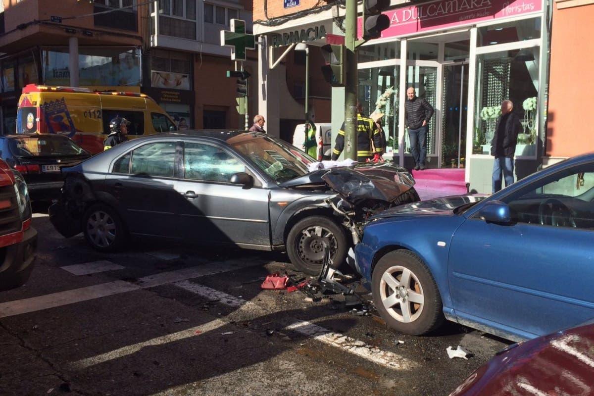 Estrella su coche en Canillejas, deja tres heridos y sale corriendo