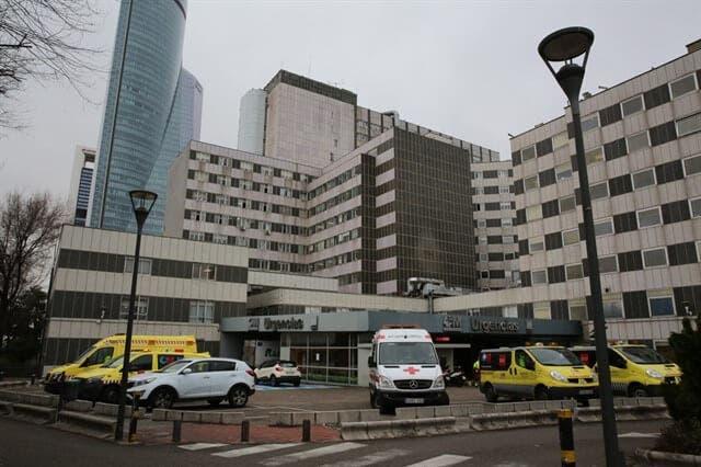 Hasta el lugar se han acercado varios efectivos de emergencia y varios medios de comunicación.