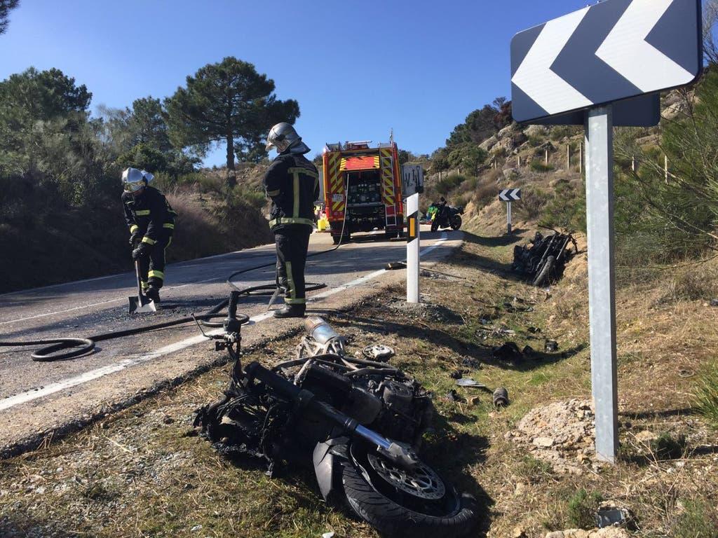 Un accidente múltiple de motos en Madrid deja un herido grave y dos motos ardiendo