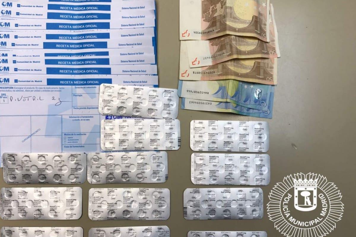Dos detenidos en Vallecas por robar el sello de un médico para falsificar recetas