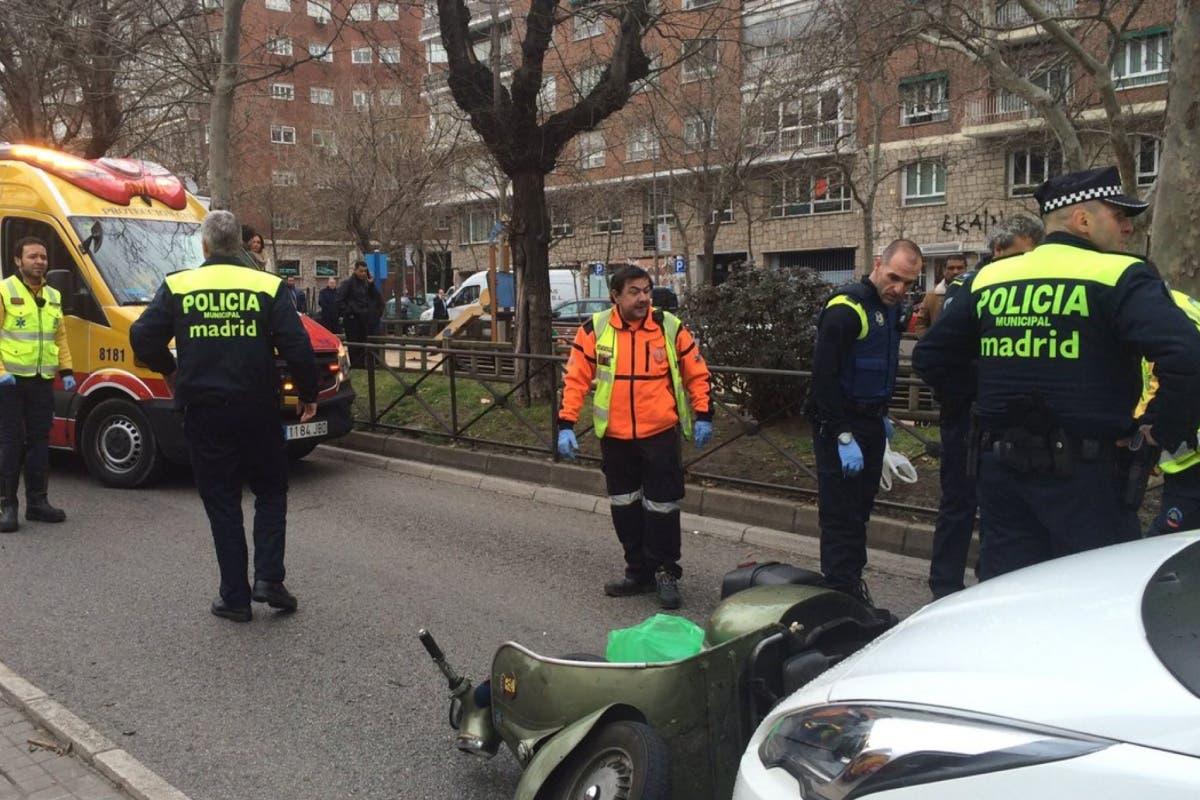 Herido grave un motorista tras ser golpeado por un taxi en la Castellana