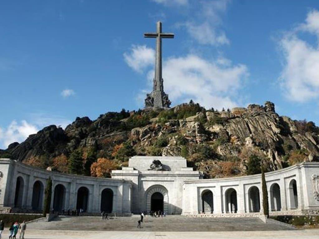 Pedro Sánchez promete exhumar los restos de Franco