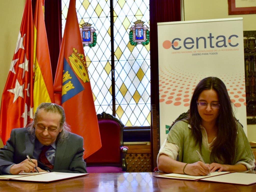 Firma del acuerdo esta mañana en Alcalá (Ayto.).
