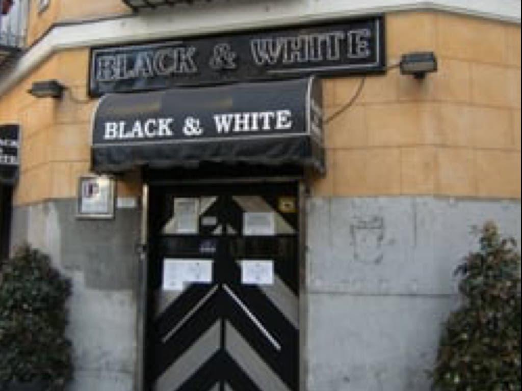 Cierra el Black & White, local pionero de la noche de Chueca