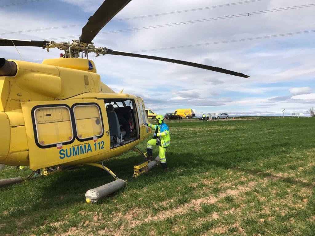 Un helicóptero del SUMMA procedía a evacuar al herido.